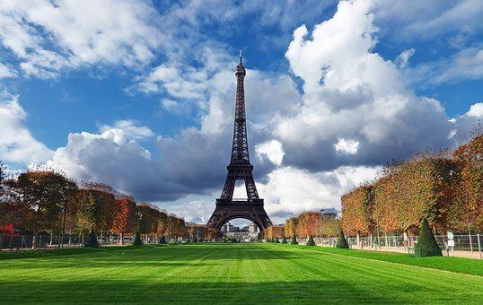 秋フランス旅行気候と服装|トレンチコートは伊達じゃない