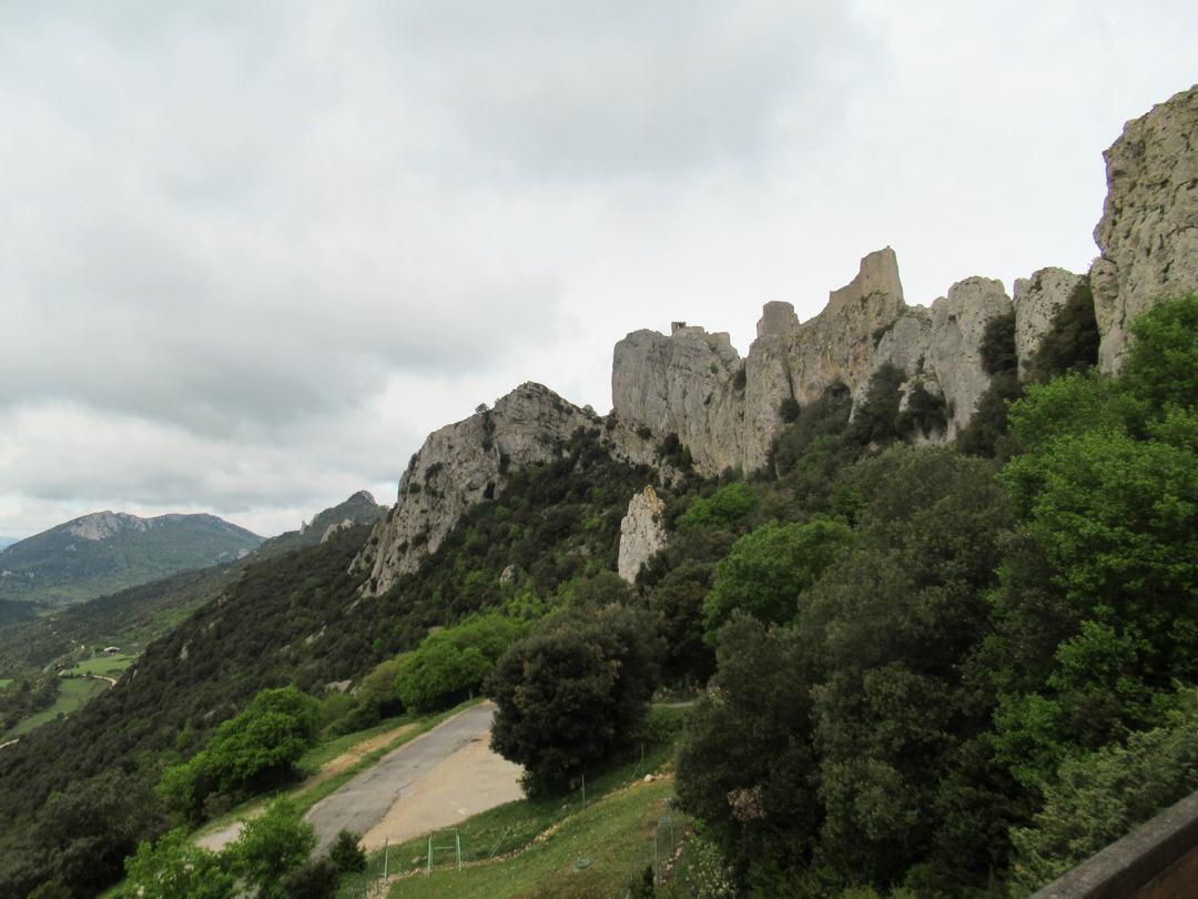 世界遺産立候補の難攻不落ペルピテュース城 恐ろしい位の絶景