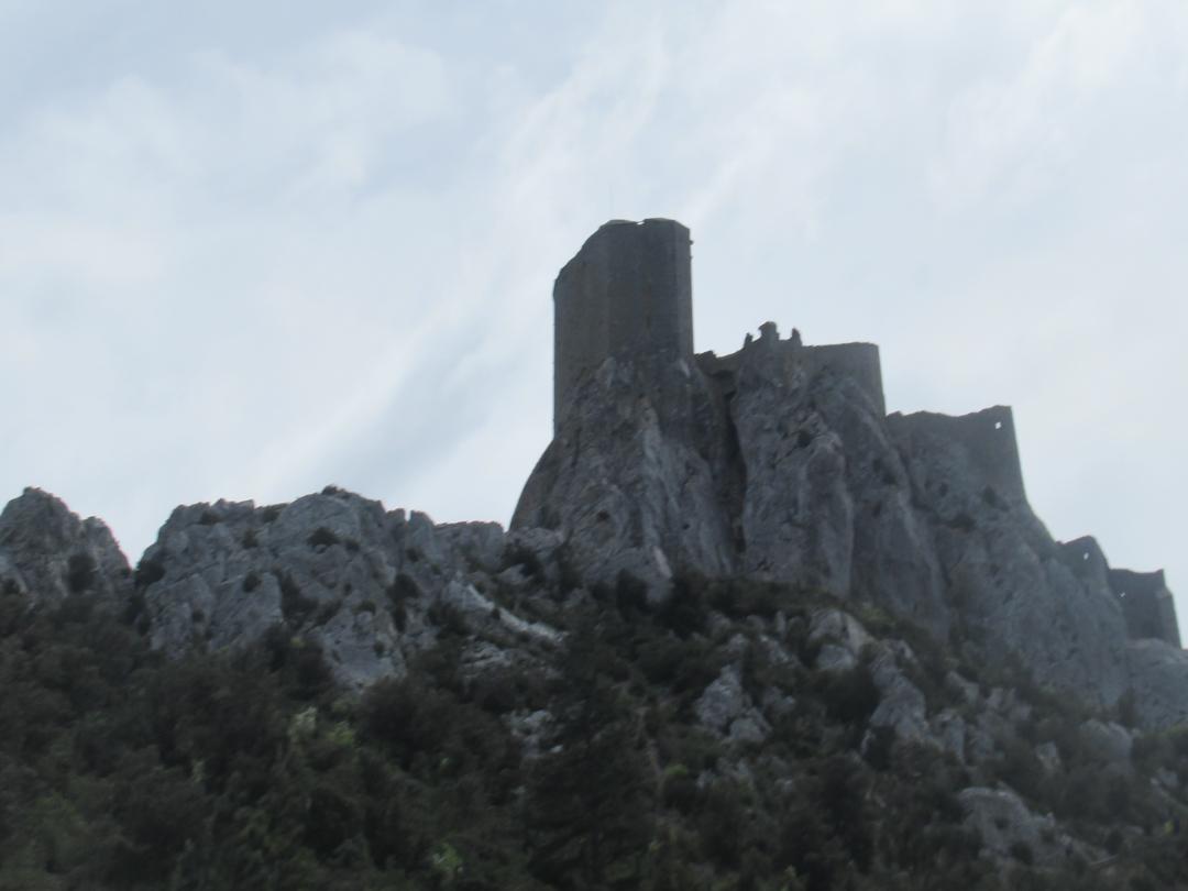 敵は魔の風!ケルビュス城難攻不落 カタリ派の砦